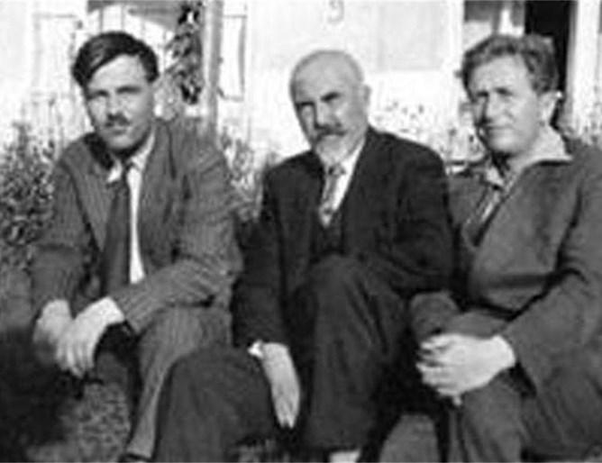 Никола Ракитин с Ангел Каралийчев (вляво) и още един приятел